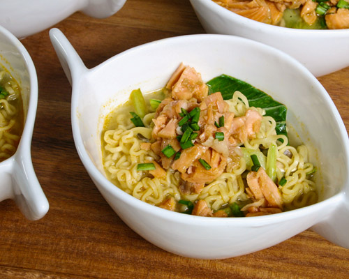 FLAKED SALMON AND NOODLE SOUP